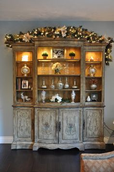 I'm going to do this on top of the armoire (the one I'll be moving into the living room soon)....