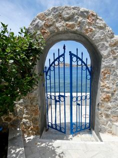The entrance to this holiday rental home can be from the beach straight onto a pretty patio Best Car Rental Deals, Real Estate Agency, Location Map, Travel And Tourism, Greek Islands, Renting A House, Entrance, Patio, Vacation
