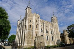 William the conqueror ordered many castles to be built, among them the White Tower at the Tower of London.