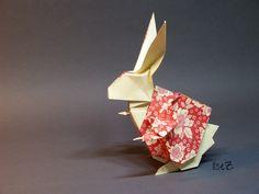 "https://flic.kr/p/psVw8K   The White Rabbit or Rabbit in Wonderland   Creator: Keigo Matsuda Paper: Carta Varese from <a href=""http://www.cartapura.de"" rel=""nofollow"">www.cartapura.de</a> / München (Munic) Size: 2 squares of the same size; here 25cm² Diagram: Tanteidan Magazine # 136 look here: <a href=""http://www.origami-shop.com/de/origamimagazinetanteidanvolume23-xml-206_525_527_533-3097.html"" rel=""nofollow"">www.origami-shop.com/de/origamimagazinetanteidanvolume23-...</a> Since I saw this…"