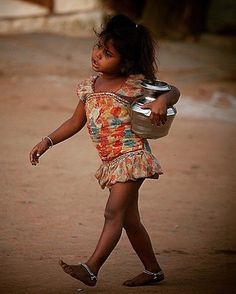 A villager from Junagadh(Gujarat)- india Credits: Pratik Davda Cultures Du Monde, World Cultures, Kids Around The World, People Around The World, Jaipur, Rajasthan India, Beautiful Children, Beautiful People, Hampi India