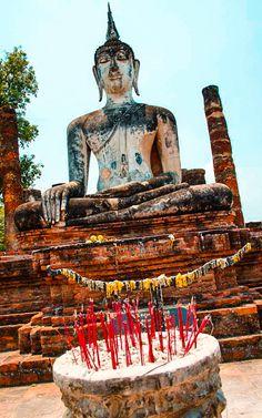 Riesen Buddhastatue in Sukkothai Bangkok, Strand, Statue Of Liberty, Buddha, Thailand, Inspiration, Statue Of Liberty Facts, Biblical Inspiration, Statue Of Libery