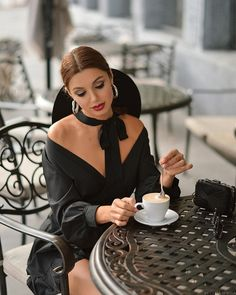 time Anytime Is time Starbucks Informations About Pin . Coffee Cafe, Coffee Drinks, Coffee Shop, Coffee Girl, I Love Coffee, Good Morning Coffee, Coffee Break, Amazing Women, Beautiful Women
