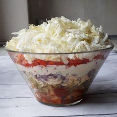 Sałatka gyros to jedna z najbardziej popularnych i lubianych przekąsek tego rodzaju. Jest nie tylko pyszna, ale ułożona warstwowo w szklanym naczyniu... Lchf, Fat Bombs, Paleo, Cabbage, Low Carb, Pudding, Ice Cream, Dishes, Vegetables