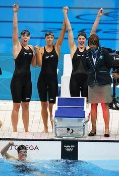 Missy Franklin, Allison Schmitt lead United States to 4×200 gold