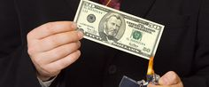 Absurdo! Comprar Dólar e moedas estrangeiras ficou mais caro!