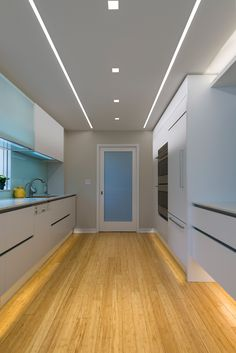 Modern Kitchen Ceiling Lighting Glowing Ceiling Designs With Hidden LED Lighting Fixtures. How To Get Your Kitchen Ceiling Lights Right Ideas 4 Homes. Track Lighting Spots In Walkways In 2019 High Ceiling . Flur Design, Plafond Design, Küchen Design, House Design, Design Ideas, Ceiling Light Design, False Ceiling Design, Lighting Design, Lighting Ideas