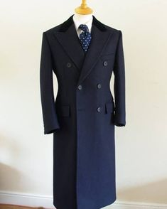 coat and dress outfit Sharp Dressed Man, Well Dressed Men, Coat Dress, Men Dress, Great Clothes For Men, Vetements Clothing, Man's Overcoat, Mens Fashion Wear, Fashion Coat