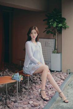 milkcocoa(MT) daily 2018 feminine& classy look - Her Crochet Foto Casual, Stylish Girl Pic, Cute Asian Girls, Korean Model, Beautiful Asian Women, How To Look Classy, Ulzzang Girl, Asian Fashion, Asian Woman