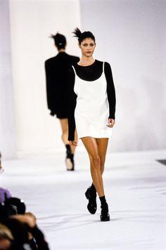 Calvin Klein Collection Spring 1994 Ready-to-Wear Collection Photos - Vogue 90s Fashion, Runway Fashion, High Fashion, Fashion Show, Vintage Fashion, Womens Fashion, Elite Fashion, Style Fashion, Ali Michael