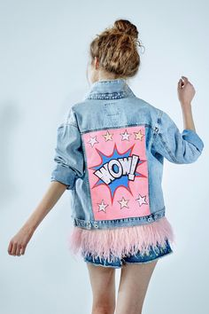 "Denim jacket ""Wow"" of gently blue color. 100% COTTON. Hand painted, decorated with detachable ostrich feathers of pink colour.Woven label in organic cotton.NOT VINTAGE JACKET!"