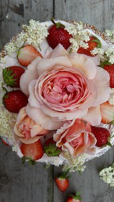 Strawberrycake with Elderflower-Cordial - recipe