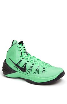 Nike 'Hyperdunk 2013' Basketball Shoe (Men)   $140   gifts for the sporty guy   mens basketball shoes   sports   athletic   menswear   mens style   mens fashion   wantering http://www.wantering.com/mens-clothing-item/nike-hyperdunk-2013-basketball-shoe-men/affI7/