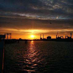 Lever de soleil sur le port du Havre - ©redzol