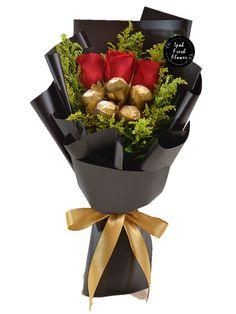 Candy Bouquet Diy, Felt Flower Bouquet, Gift Bouquet, Mothers Day Desserts, Chocolate Flowers Bouquet, Balloon Gift, Flower Packaging, Beautiful Flower Arrangements, Online Florist