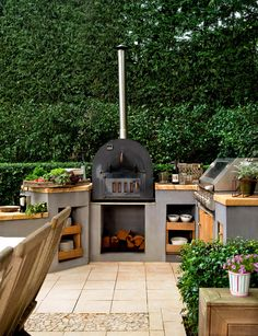 Outdoor Kitchen Design Ideas and Decorating Pictures for Your Inspirations - Amazing collection of outdoor kitchen layouts to obtain you influenced. Utilize our design ideas to help create the superb space for your outdoor kitchen appliances. Small Backyard, Sloped Backyard, Outdoor Kitchen Design, Small Garden Decking Ideas, Outdoor Design, Outdoor Kitchen Appliances, Outdoor Kitchen, Backyard Kitchen, Outdoor Living