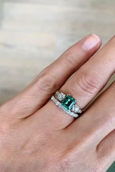 Vintage Tiffany & Co. Green Engagement Rings, Antique Engagement Rings, Antique Rings, Antique Jewelry, Vintage Jewelry, Nice Jewelry, Jewelry Rings, Emerald Ring Vintage, Emerald Wedding Rings