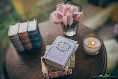 Old / antique books favor boxes - Vintage wedding stationery - Beyond Verve