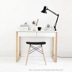 Białe drewniane biurko w stylu skandynawskim w dwiema szufladami Round Office Table, Office Table Design, Home Office Table, Home Office Setup, Home Office Desks, Home Office Inspiration, Small Room Desk, Minimal House Design, Makeup Room Decor