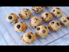 Galletas de Avena perfectas -chocochips- | Auxy - YouTube Biscuits, Muffin, Snacks, Cookies, Breakfast, Desserts, Recipes, Youtube, Cupcakes