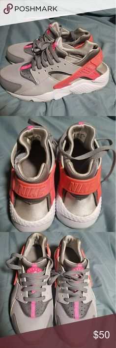 Nike Huraches Great condition size 6 youth Nike Shoes Athletic Shoes