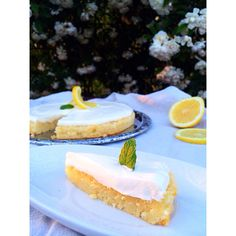 Citron fudge kladdkaka med yoghurtfrosting.