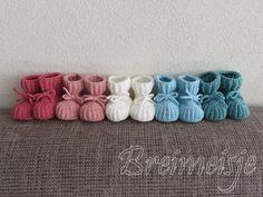 54 ideas for crochet bracelet kids baby headbands Crochet Baby Boy Hat, Crochet Heart Blanket, Crochet Flower Hat, Crochet Scarf Easy, Crochet Baby Cocoon, Crochet Bookmark Pattern, Crochet Headband Pattern, Baby Knitting Patterns, Crochet Patterns