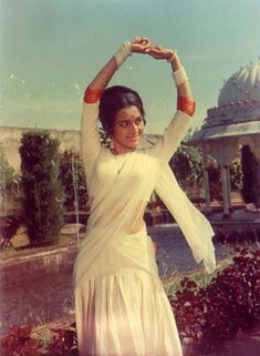 As a heroine life was different. I am a private person. When I am at home I relax laze read books listen to. For see more of fitness Freaks visit us on our website ! Asha Parekh, Hema Malini, Dance Images, Vintage Bollywood, Old Actress, Bollywood Actress, Vintage Dresses, Poses, Actresses