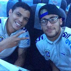 Neymar and Thiago Silva ❤ Young Football Players, Brazil Team, Round Sunglasses, Mirrored Sunglasses, Neymar Pic, Love You Babe, Mens Glasses, Perfect Man, Bro