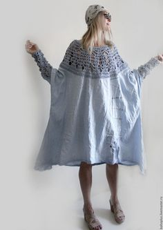 Купить или заказать Платье из тонкого льна 'Стефания' в интернет-магазине на Ярмарке Мастеров. Голубое небо, Чуть бледнее звезд. Ледяной грозою, Ливнем пролилось. Капли собирала, В листик от цветка. И водицы чистой Чистой, Напилась. Платье небесно голубого цвета из тонкого льна по боховски нежно мнется и комфортно в носке. А для любительниц необычного кроя и дизайнерских вещей это находка ведь оно просто безразмерное. Необычная печать на ткани и вязаные детали это шик в бохо.