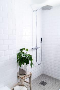 Modern Industrial Bathroom White from http://www.klisjehjemmet.no