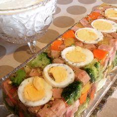Aspik med skinke og egg. – Fru Haaland Norwegian Food, Norwegian Recipes, Starters, Cobb Salad, Tapas, Appetizers, Eggs, Lunch, Baking