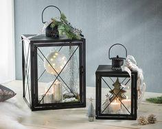 Nach Lust und Laune #dekorieren: Eine schwarze #Laterne kann mit Kerzen und Dekomaterial in jeder Farbe kombiniert werden.
