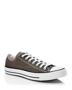 A true casual classic, Chuck Taylor low tops are an easy go–to for off–the–clock looks and add a laid–back touch to more tailored styles.