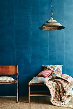 La colección Matador da un toque acogedor a su hogar. Luxury Homes Interior, Home Interior Design, Blue Painted Walls, Home Decor Trends, Decor Ideas, Decorating Ideas, Cool House Designs, Color Of The Year, Terracotta