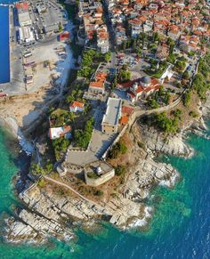 Kavala, old town aerial view Vacation Destinations, Dream Vacations, Places Around The World, Around The Worlds, Southern Europe, Best Cities, Byzantine, Aerial View, Old Town