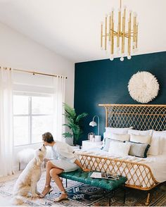 How adorable is this photo from @avestyles kissing her pup in this incredible bedroom of hers, she did with @decoristofficial !!!! Geeeezzzz Louise!!! I need this in my life now!!! Bow down to @avestyles on this bedroom for sure!!!!