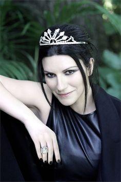 Laura Pausini in Giorgio #Armani clothing