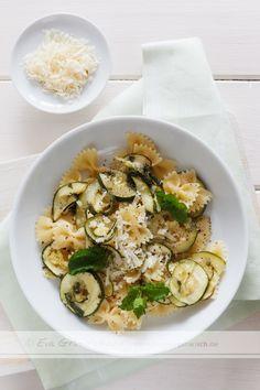 Schnelles Nudelgericht mit Zucchini und Farfalle