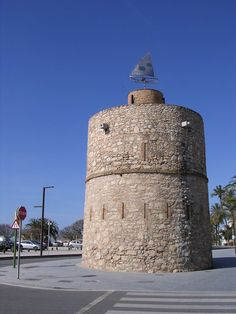 Torre Blava Guinovart : La Torre Blava Guinovart, al bell mig del passeig marítim de Vilanova, devant la platja de Ribes Rojes... | pereguinovartfig