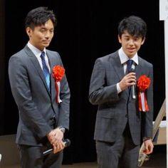 小学生向けの将棋イベントに登壇した都成竜馬四段(左)と藤井聡太四段 - Yahoo!ニュース(スポーツ報知)