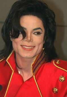 Michael Jackson Photo: Michael in red Michael Jackson Youtube, Michael Jackson Smile, Jackson Instagram, Gary Indiana, Kind Person, King Of Music, Jackson Family, The Jacksons, I Love Him