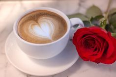Cappuccino heart foam with rose