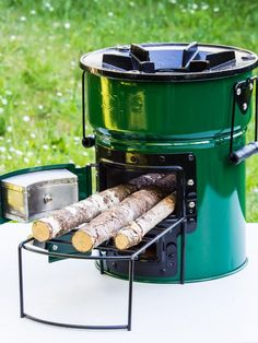 rocket stove and grill Camping Crafts, Camping Hacks, Wood Burning Cook Stove, Diy Rocket, Materiel Camping, Camping Cornwall, Wood Fuel, Camping Pillows, Cooking Stove