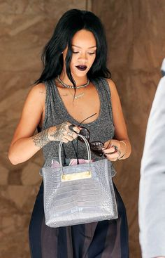 Rihanna com o acessório hit: Chokers.
