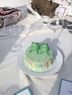 Pretty Birthday Cakes, Pretty Cakes, Cute Food, Yummy Food, Frog Cakes, Think Food, Just Cakes, Aesthetic Food, Mini Cakes