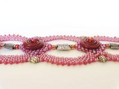 Wine and Roses Disc Beadweaving Bracelet van dorothydomingo op Etsy, $80.00