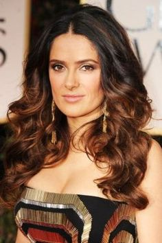 Ombre Hair Style Salma Hayek Salma Hayek refreshes its look with light brown accents. Salma Hayek, Auburn Balayage, Balayage Hair, Star Hollywood, Strawberry Blonde Hair Color, Brown Ombre Hair, Beautiful Hair Color, Auburn Hair, Stylish Hair