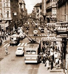Old Pictures, Old Photos, Budapest Hungary, Vintage Photography, Historical Photos, Arch, Street View, Marvel, History