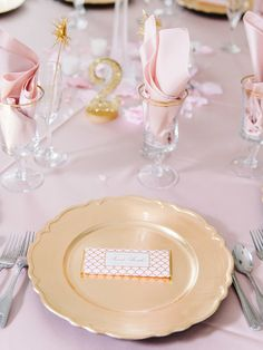 Pink and Gold Fish-Scale-Pattern Favors | Pasha Belman Photography https://www.theknot.com/marketplace/pasha-belman-photography-myrtle-beach-sc-778188
